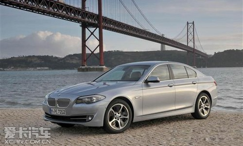 BMW 5系标准轴距版(F10)528i xDrive豪华型搭载了全新的...