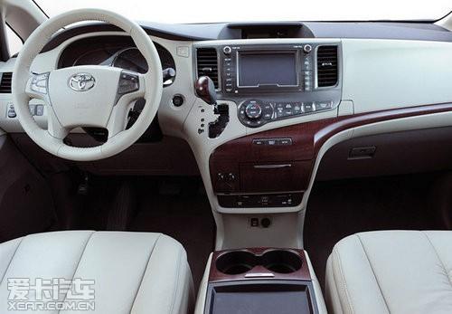 mpv车最大的卖点是多功能的车厢设计,同时这也是丰田赛纳迎高清图片