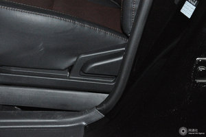 比亚迪F3 主驾座椅调节