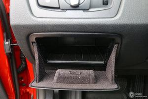 宝马3系 驾驶席左侧下方储物格