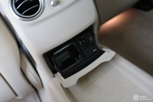 奔驰E级 车内电源接口(点烟器)