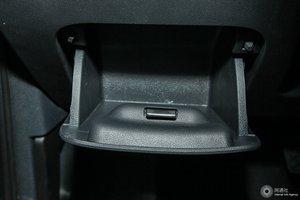 进口甲壳虫              驾驶席左侧下方储物格
