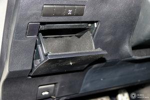 雷克萨斯RX 驾驶席左侧下方储物格