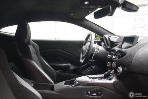 阿斯顿·马丁V8 Vantage 前排空间