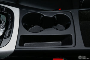 奥迪S5 前排杯架(储物空间)