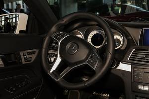 进口E级双门轿跑车          方向盘
