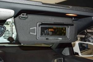 进口E级双门轿跑车          副驾驶遮阳板