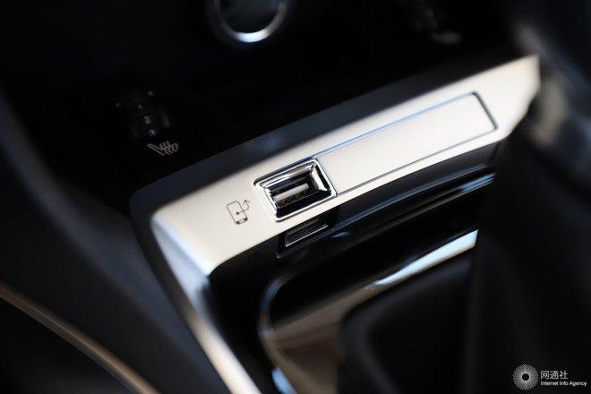 车内电源接口(点烟器)