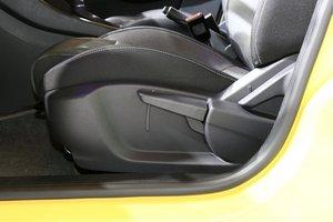 名爵 3 主驾座椅调节