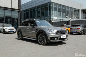 MINI COUNTRYMAN 右前45°