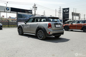 MINI COUNTRYMAN 左后45°