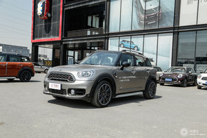 MINI COUNTRYMAN 左前45°