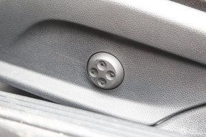进口奔驰C级 主驾座椅调节