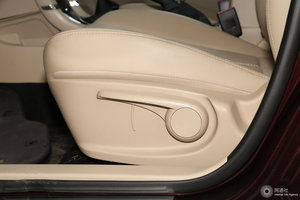 众泰Z360 主驾座椅调节