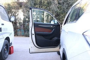 中华V6 左前车门