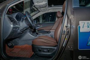 比亚迪S7 前排空间
