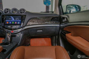 比亚迪S7 副驾区域特写