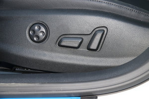 奥迪A3 主驾座椅调节