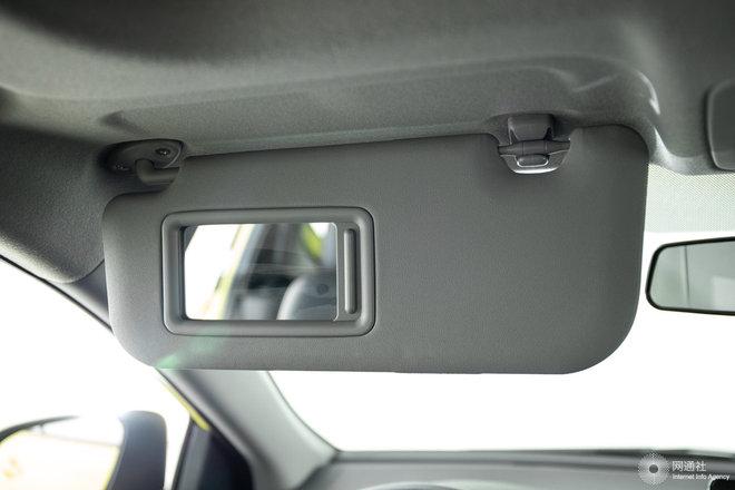 驾驶位遮阳板