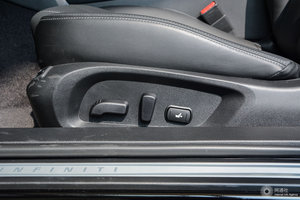 英菲尼迪Q60 主驾座椅调节