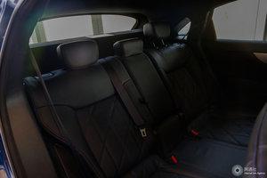 英菲尼迪QX70             后排座椅