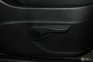 上汽大通G10 副驾座椅调节