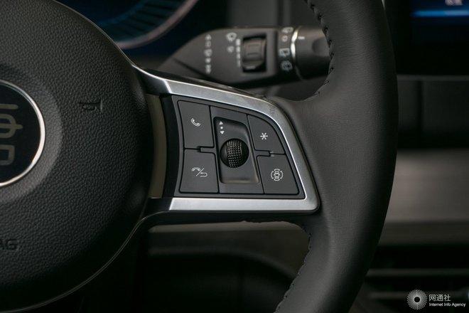 多功能方向盘键右侧