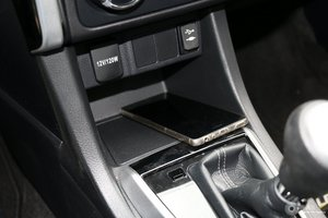 雷凌 驾驶席左侧下方储物格