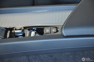 沃尔沃XC60 驻车制动