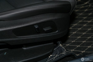 凯迪拉克XT5 副驾座椅调节