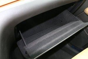 凯迪拉克XT5 手套箱