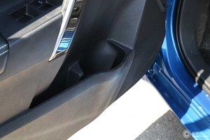 卡罗拉双擎 左前车门储物空间
