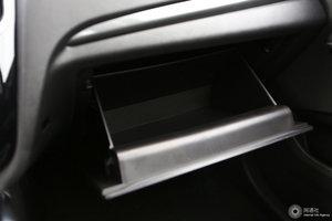 众泰SR7 手套箱