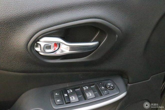 车内开关门把手