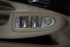 进口奔驰C级旅行轿车 左前车窗控制