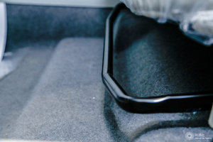 北汽EU系列 主驾座椅调节