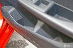 宝马2系旅行车              右后车门储物空间