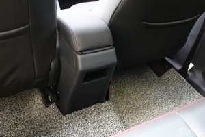 森雅R7                 后排座椅