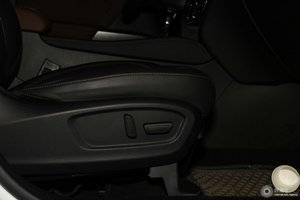 传祺GS8 副驾座椅调节