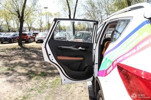 风度MX5 左后车门