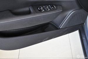 沃尔沃S90 左前车门储物空间