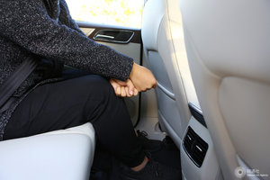 荣威eRX5 后排腿部空间
