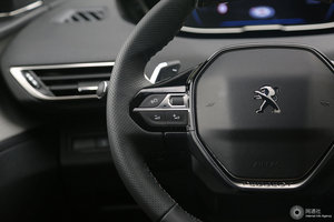 多功能方向盘键左侧