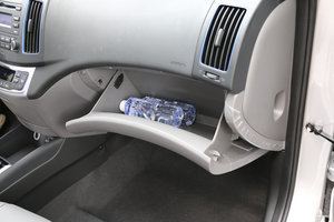 现代伊兰特EV 手套箱