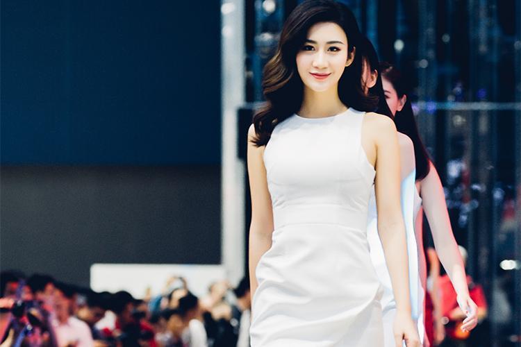 35图看广州车展上的模特大妞