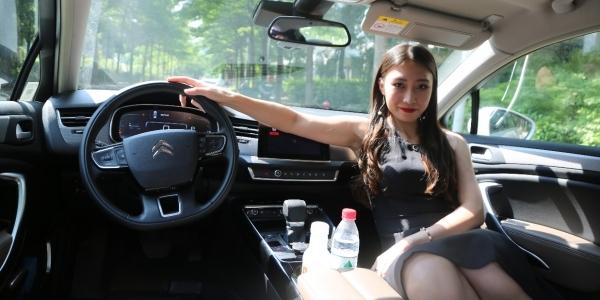 性感媳妇当车模 带大家仔细看看新C5的体验到底如何
