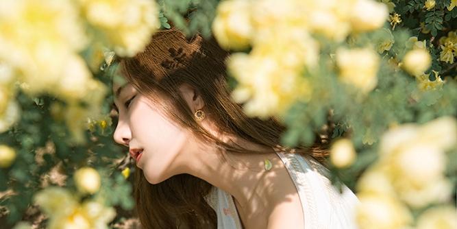 【映相簿】花溪·春日里花丛间的短裙姑娘