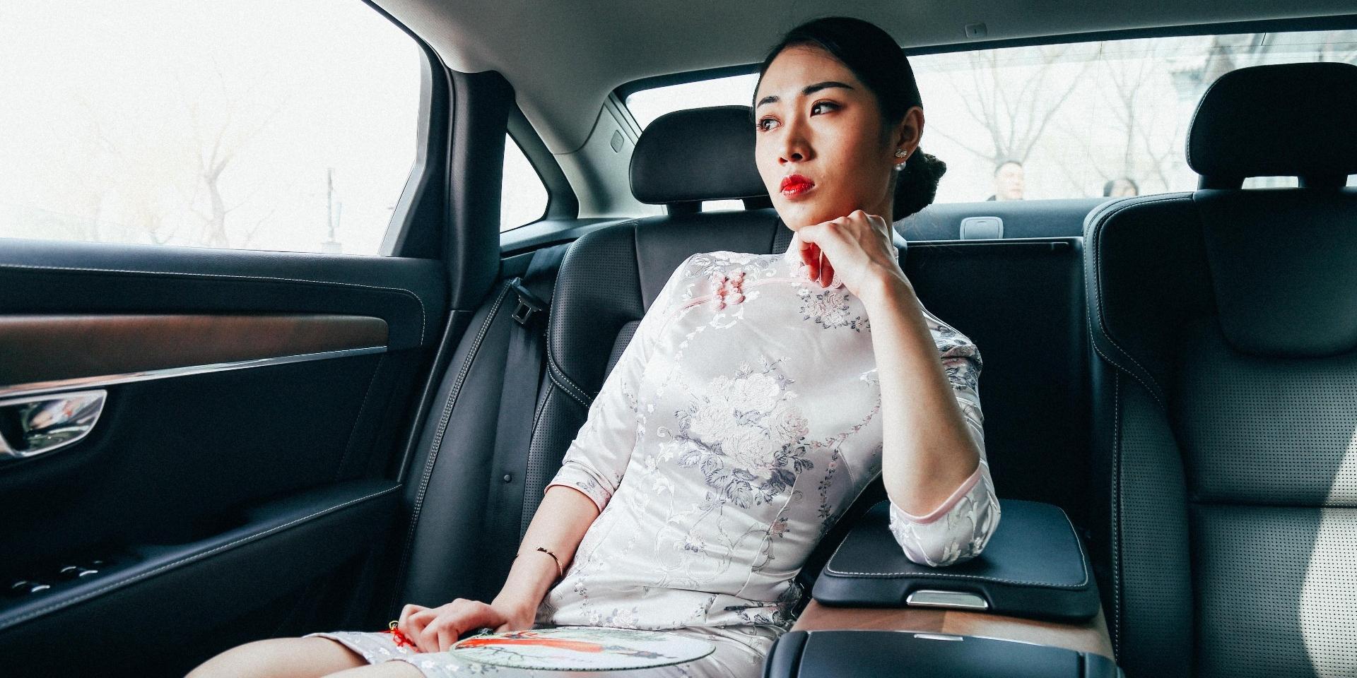 女神与沃尔沃S90共同感受京城韵味!