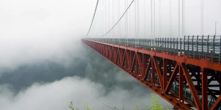 遇见你从未见过的矮寨大桥
