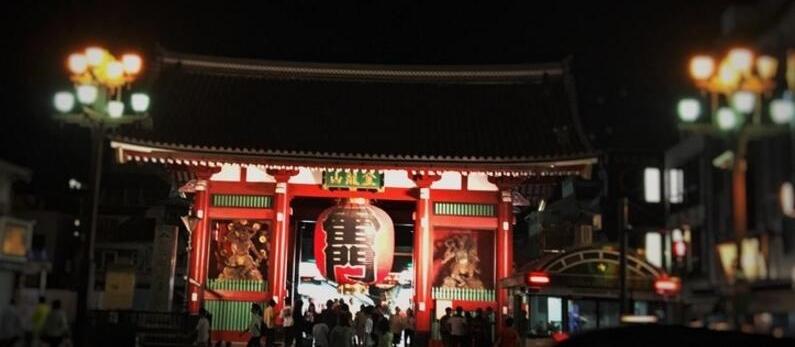 晚间游玩日本雷门别样风味